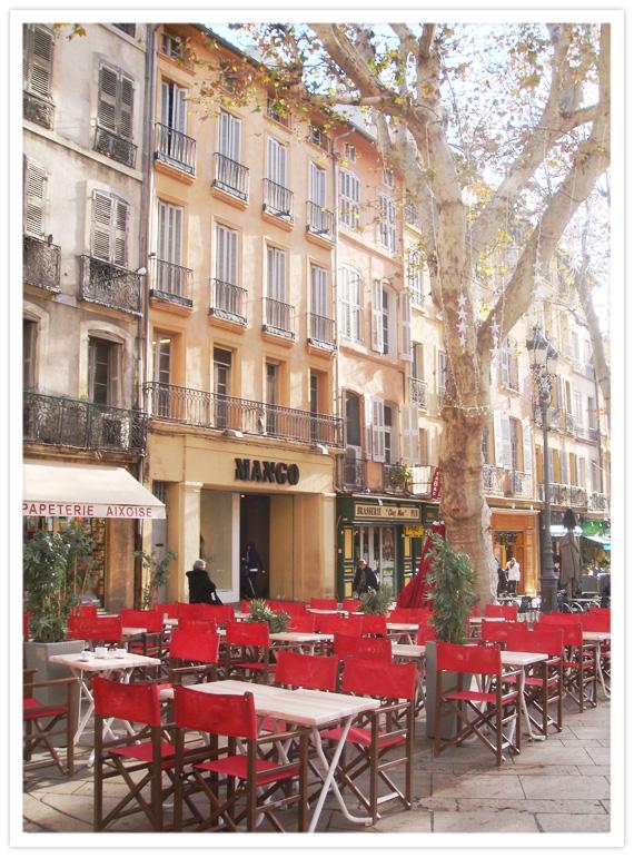 Aix-Morning-Stroll-1